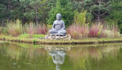 Buddha am kleinen See